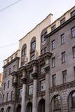 Fachada com colunas e esculturas Imagem de Stock