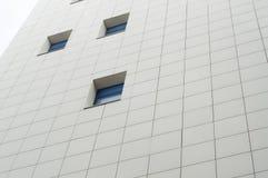 Fachada com janelas azuis Imagens de Stock Royalty Free
