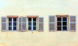 Fachada con las ventanas Fotografía de archivo libre de regalías