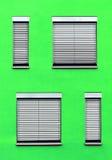 Fachada con las ventanas en diversos tamaños Fotografía de archivo libre de regalías