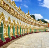Fachada curvada del templo Fotos de archivo