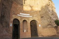 Fachada da basílica de St Mary dos anjos e dos mártir Indicadores velhos bonitos em Roma (Italy) Fotos de Stock Royalty Free