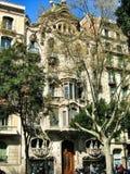 Fachada da casa Batllo por Gaudi em Barcelona imagens de stock