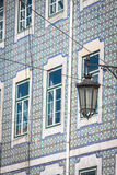 Fachada da casa velha no distrito de Alfama, Lisboa Imagens de Stock