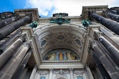Fachada da catedral de Berlim (os DOM do berlinês) fotografia de stock