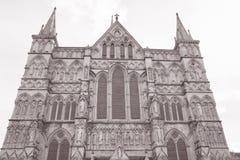 Fachada da catedral de Salisbúria foto de stock