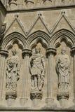 Fachada da catedral de Salisbúria, Wiltshire, Inglaterra fotos de stock