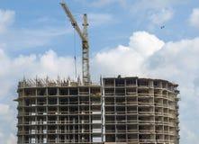 Fachada da construção concreta monolítica sob a construção fotografia de stock
