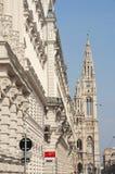 Fachada da construção de Rathaus em Viena imagens de stock royalty free