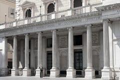 Fachada da galeria Colonna, desde 2003 galeria Alberto Sordi na praça Colonna, Roma fotografia de stock