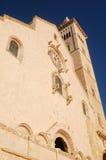 A fachada da igreja de Trani - Apulia - Itália Imagens de Stock