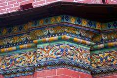Fachada da igreja do esmagamento decorada pelas caudas Yaroslavl, Rússia Imagens de Stock