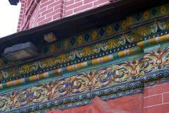 Fachada da igreja do esmagamento decorada pelas caudas Yaroslavl, Rússia Fotos de Stock Royalty Free
