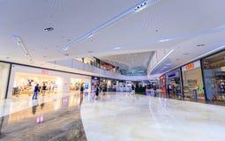 Fachada da manutenção programada Aura Premier, shopping em Taguig, Filipinas fotos de stock