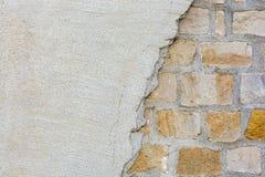 Fachada danificada de uma casa imagem de stock