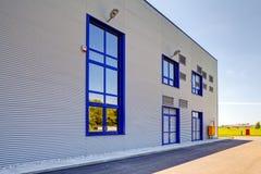 Fachada de aluminio en el edificio industrial fotografía de archivo