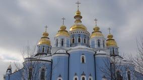 Fachada de catedral Dourado-abobadada do ` s de St Michael em Kiev imagem de stock royalty free