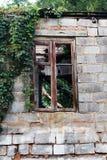 Fachada de construção abandonada Imagens de Stock