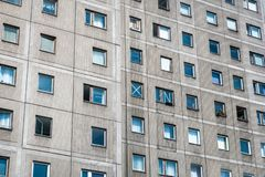 Fachada de construção, Plattenbau, Berlim - pré-fabrique a casa das lajes de cimento imagem de stock