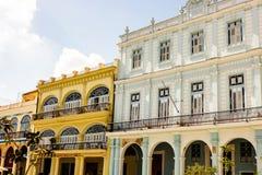 Fachada de construções coloniais velhas do quadrado central em Havana, Cuba fotografia de stock