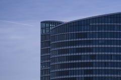 Fachada de cristal de un edificio de oficinas Imagen de archivo