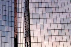 Fachada de cristal del extracto del edificio de oficinas de la defensa del La en París foto de archivo libre de regalías
