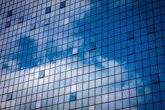 Fachada de cristal en un edificio grande Imágenes de archivo libres de regalías
