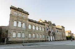 Fachada de Deputacion provincial de Pontevedra España con las banderas Fotos de archivo libres de regalías