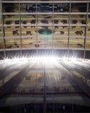 Fachada de Glas y reflexiones de un edificio de oficinas moderno Fotografía de archivo libre de regalías