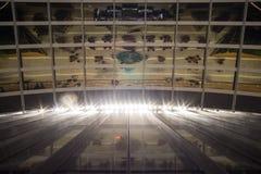 Fachada de Glas y reflexiones de un edificio de oficinas moderno Imagen de archivo libre de regalías