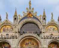 Fachada de la basílica del ` s de St Mark en cuadrado del ` s de St Mark en Venecia Imagen de archivo