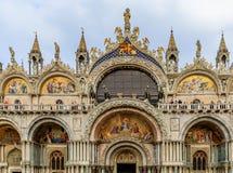 Fachada de la basílica del ` s de St Mark en cuadrado del ` s de St Mark en Venecia Fotografía de archivo