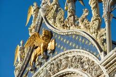 Fachada de la basílica del ` s de St Mark en Venecia imágenes de archivo libres de regalías