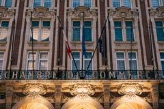 Fachada de la Cámara de Industria y Comercio en Lille, Francia imagenes de archivo
