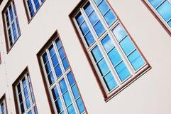 Fachada de la casa de apartamento Imagen de archivo libre de regalías