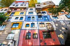Fachada de la casa de Huntdertwarsser en Viena Fotos de archivo libres de regalías