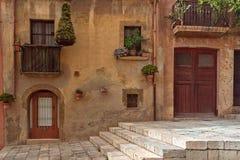 Fachada de la casa en la vieja parte de Tarragona, España fotos de archivo libres de regalías