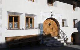 Fachada de la casa tradicional en Engadin Fotografía de archivo