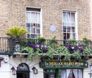 Fachada de la casa y del museo de Sherlock Holmes en 221b el panadero Street Fotos de archivo libres de regalías