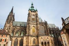 Fachada de la catedral metropolitana de los santos Vitus en Praga fotografía de archivo