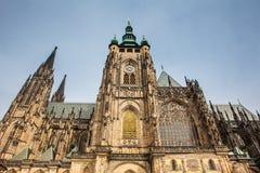 Fachada de la catedral metropolitana de los santos Vitus en Praga foto de archivo