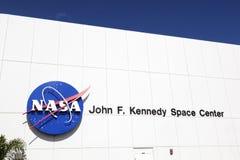 Fachada de la entrada principal para los turistas con Juan F Kennedy Space Foto de archivo
