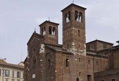 Fachada de la iglesia de San Sepolcro en Milán Imagenes de archivo