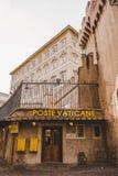fachada de la oficina del servicio postal del Vaticano Foto de archivo