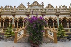 Fachada de la pagoda budista de Vinh Trang en Vietnam. imagenes de archivo