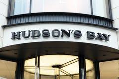 Fachada de la tienda de la Bahía de Hudson en Amsterdam foto de archivo