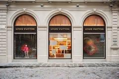 Fachada de la tienda de Louis Vuitton Fotografía de archivo libre de regalías