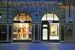 Fachada de la tienda principal de Hugo Boss en Helsinki Imagenes de archivo
