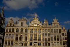Fachada de las casas medievales del gremio en cuadrado del lugar de Bruselas Gran Foto de archivo libre de regalías