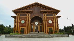 Fachada de madeira Ornamented do teatro do verão em Batumi, local de encontro dos eventos culturais vídeos de arquivo